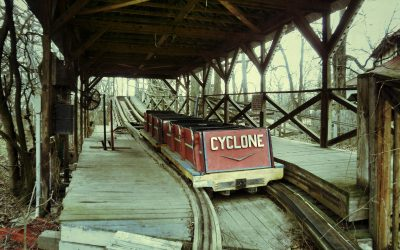 Stilstaande rollercoaster..